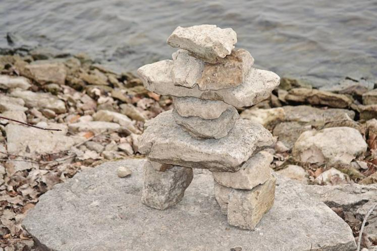 Canada Ontario Photos :: Belleville :: Stone statue near the water