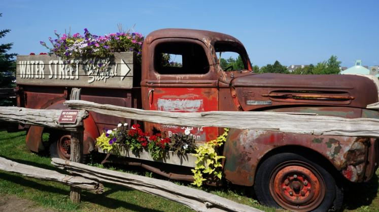 Canada Ontario Photos :: Blue Mountain :: Old Plastering Pickup Truck at Blue Mountain