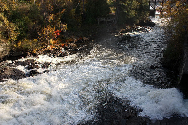 Canada Ontario Photos :: Bracebridge :: A river in Bracebridge