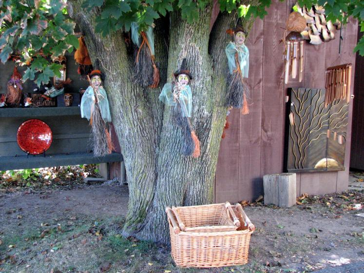 Canada Ontario Photos :: Campbelville :: Campbelville - Halloween witches