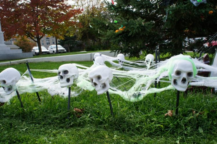 Canada Ontario Photos :: Halloween  :: Skeletons really for Halloween Elora