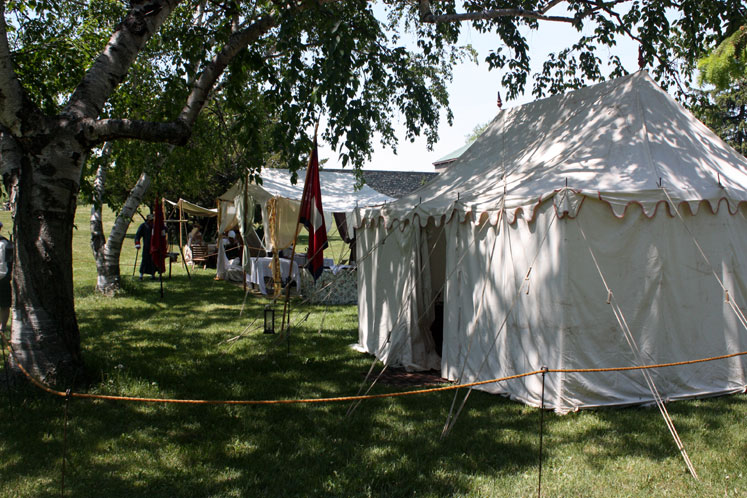 Canada Ontario Photos :: Fort Erie :: Fort Erie. Tents of the soldiers before the battle
