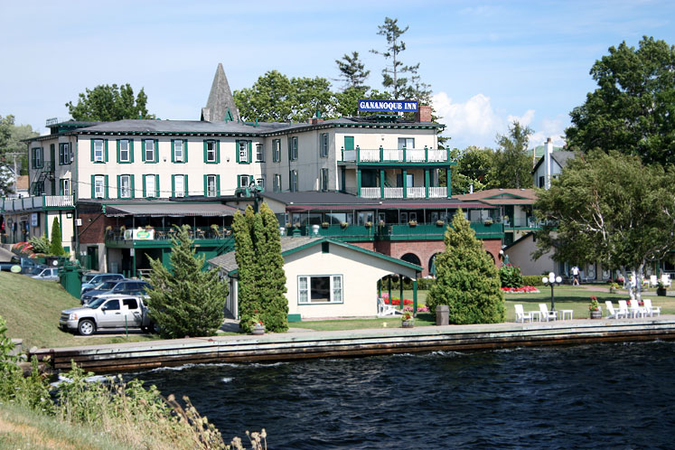 Canada Ontario Photos :: Gananoque :: Gananoque Inn