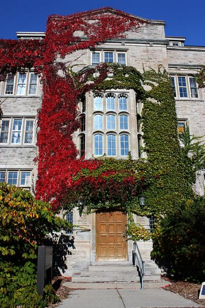 Canada Ontario Photos :: Guelph :: University of Guelph - a beautiful overgrown building