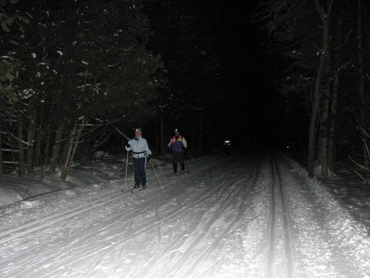 Canada Ontario Photos :: Horseshoe ski resort :: Ontario. Horseshoe ski resort - moonlight skiing