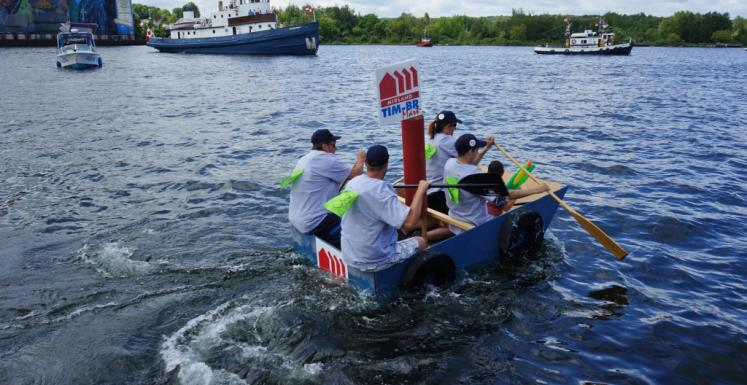 Canada Ontario Photos :: Midland :: HomemadeTugboat Race Midland Waterfront