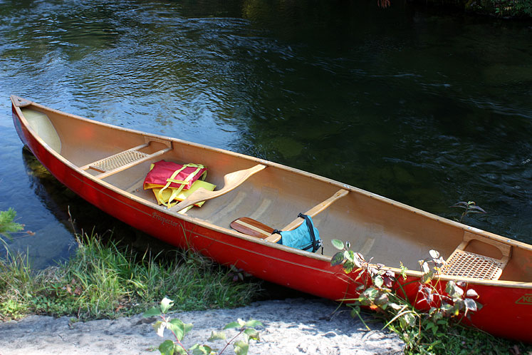 Canada Ontario Photos :: Warsaw Caves Park :: Canoe in Warsaw Caves Park