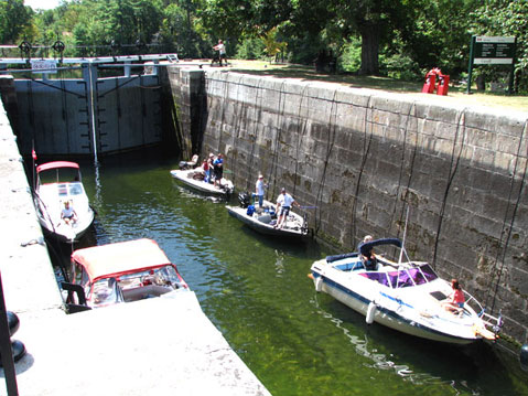 Canada Ontario Photos :: Johnes Falls :: Ontario. Johnes Falls - waiting boats
