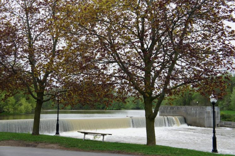 Canada Ontario Photos :: New Hamburg :: Nith River Dam in downtown New Hamburg