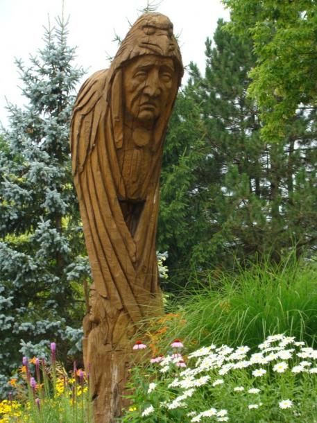 Canada Ontario Photos :: Cambridge :: Totem pole carved from old tree in Shingletown