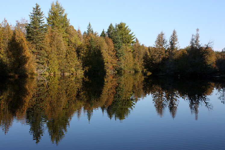 Canada Ontario Photos :: Warsaw Caves Park :: Ontario. Warsaw Caves Park - reflection in the lake