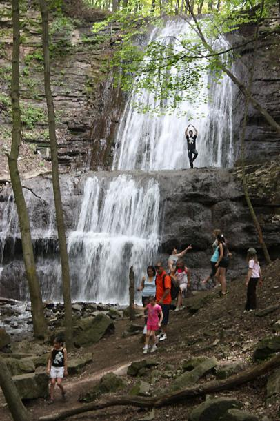 Canada Ontario Photos :: Waterfalls :: Dundas Valley Trail - yoga under waterfall