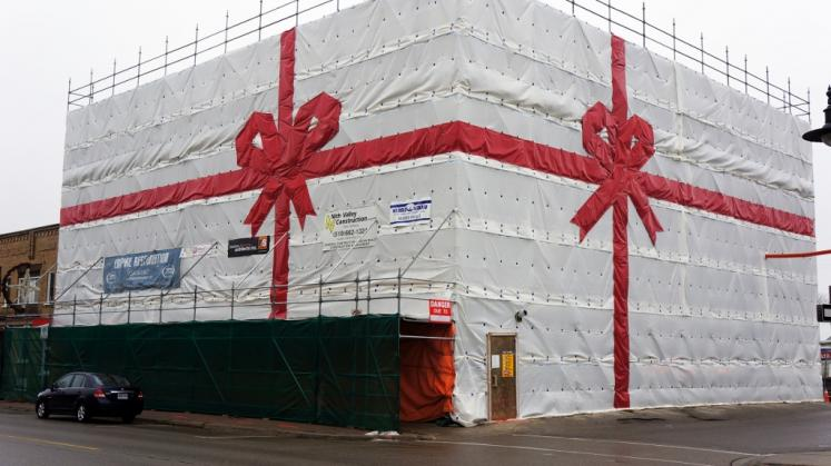 Canada Ontario Photos :: New Hamburg :: Construction Site Decked our for Christmas downtown New Hamburg