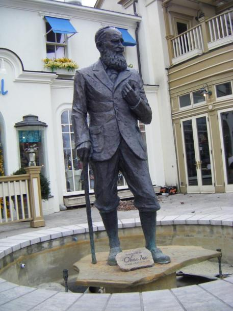 Canada Ontario Photos :: Peter :: Ontario. Niagara-on-the-Lake - Bernard Shaw monument