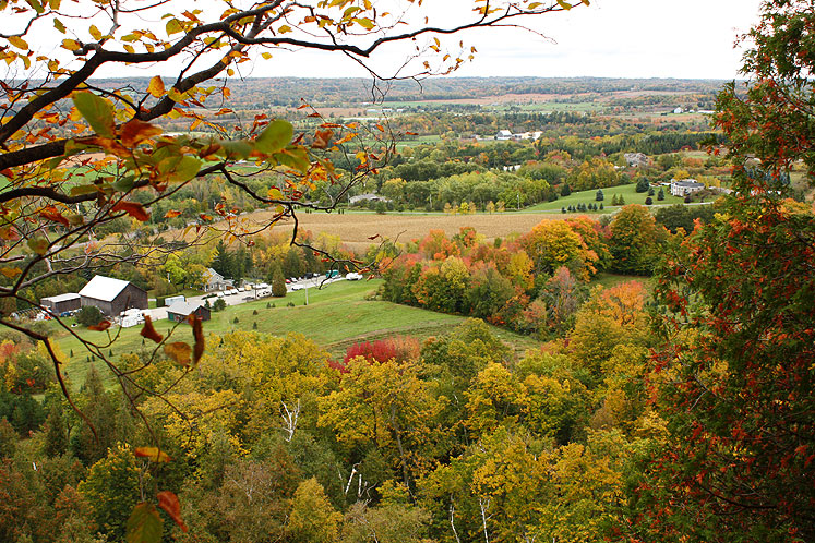 Canada Ontario Photos :: Rattlesnake Point :: A colorful scenery opens from the Rattlesnake Point