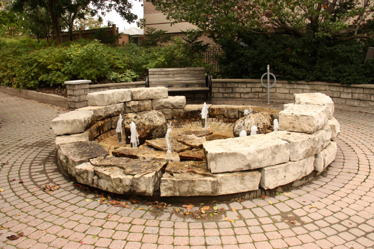 Canada Ontario Photos :: Richmond Hill :: A fountain in Richmond Hill