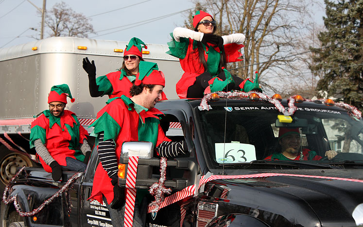 Canada Ontario Photos :: Alec :: Richmond Hill. Santa Claus Parade - elves