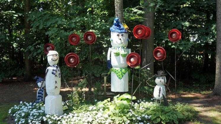 Canada Ontario Photos :: Sparta :: Folk Art Sculptures at Winter Wheat in Sparta