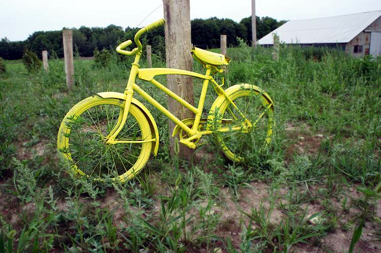 Canada Ontario Photos :: St. Jacobs :: Ontario. Old bicycle along the countryside