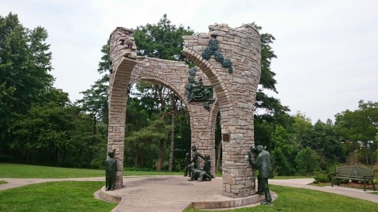 Canada Ontario Photos :: Misc :: Circle of Life Monument in Pinafore Park St. Thomas